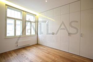 Pronájem nezařízeného luxusního bytu 3+kk, 116 m2, Laubova, Praha 2 - Vinohrady