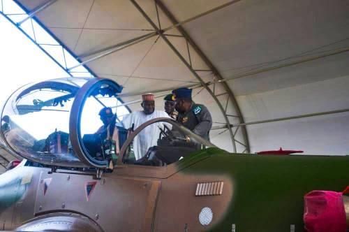12 amerických tryskových letounů Super Tucano rozmístěných na severovýchod v boji proti Boko Haram-nigerijská vláda